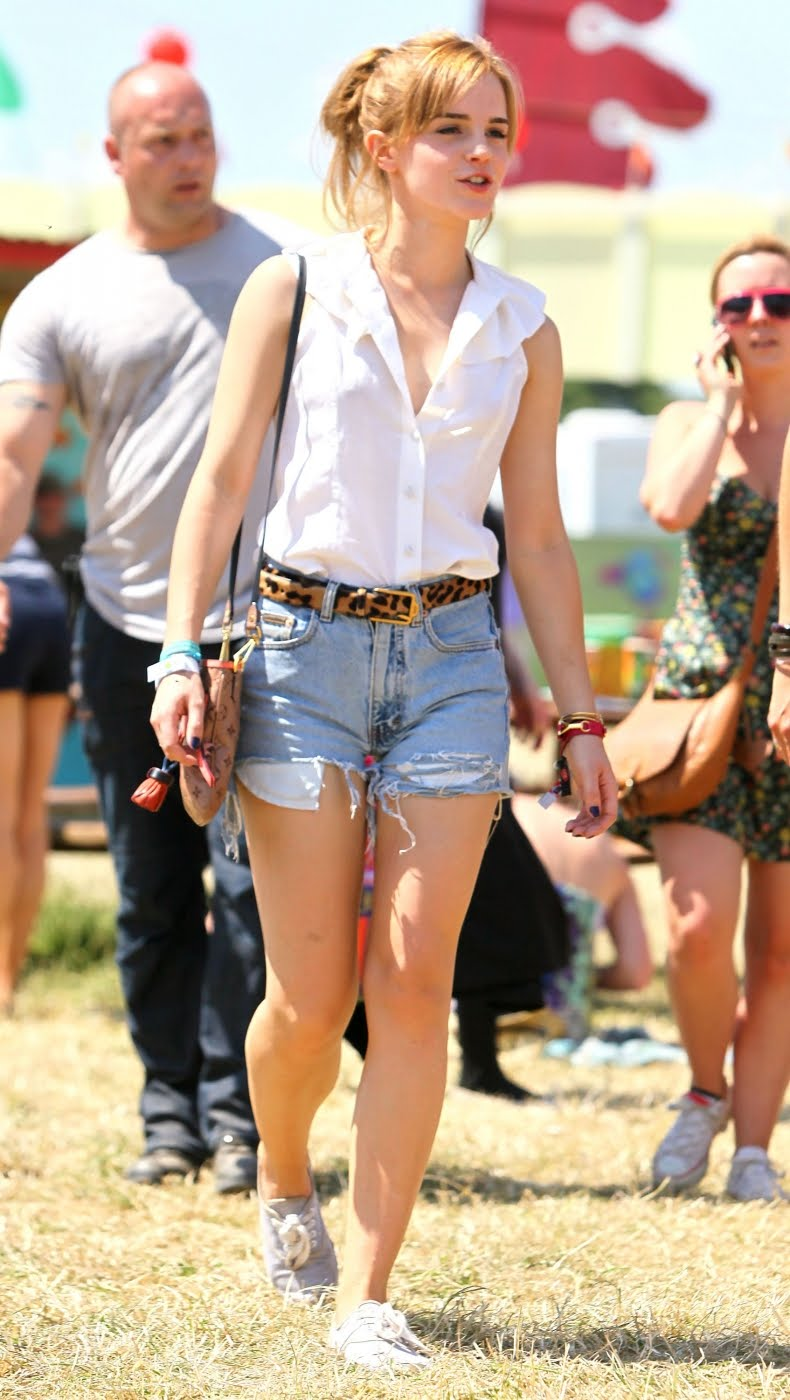 emma-watson-4 What to Wear on Mothers' Day-17 Cute Mother's Day Outfits