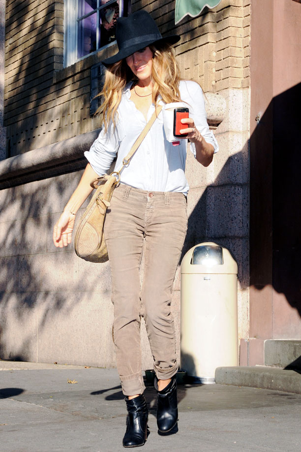 Sarah Jessica Parker Gets Her Morning Caffeine Fix